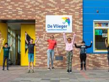 Tieners uit Schoonhoven helpen met inspreken taalvideo's om ouders te betrekken in het thuisonderwijs