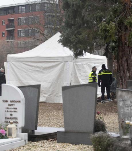 Politie klopte aan bij kerkhofmedewerker: 'Er ligt hier een illegaal lijk begraven'