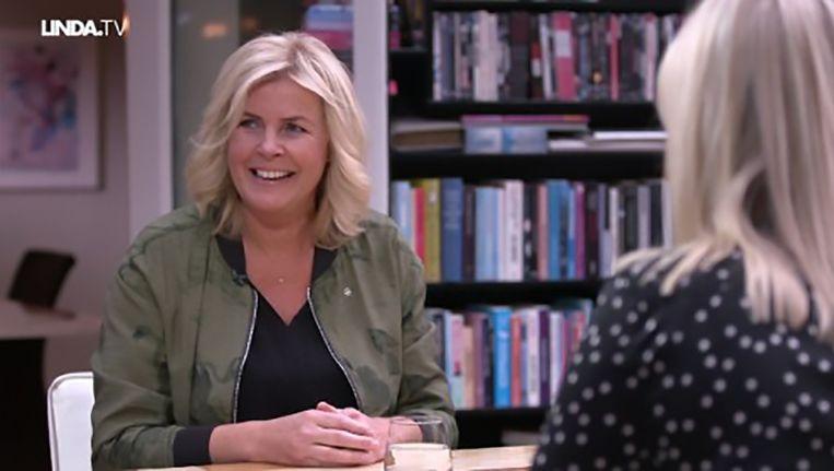 De oogst van het interview: als ringtone heeft Irene Une Belle Histoire van Michel Fugain. Beeld Net 5