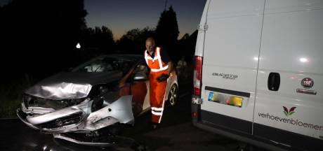 Auto en bestelbus botsen op elkaar in Sint-Oedenrode
