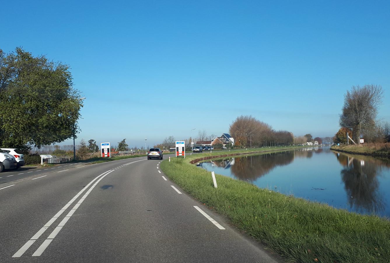 De Westhavendijk tussen Goes en Wilhelminadorp.