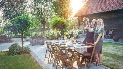 """Geen huwelijken meer? Dan organiseren weddingplanners Marlies en Silke sfeervolle etentjes aan huis: """"In je eigen tuin, binnen je eigen bubbel"""""""