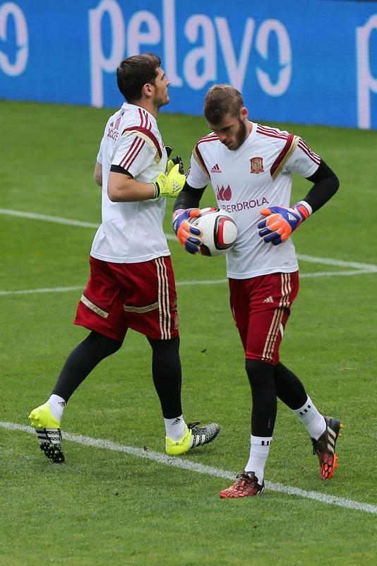 Iker Casillas (links) kruist David De Gea op training bij de Spaanse nationale ploeg. Vrienden zijn het niet