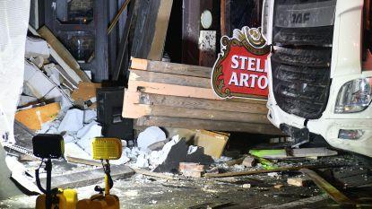 Enorme ravage: vrachtwagen rijdt café binnen in Schilde