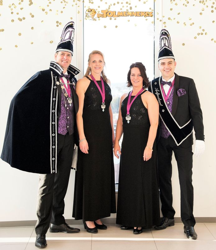 Prins Francois Kroes, prinses Hoyce, adjudant Marcel Stam en diens hoflady Anouk van de Wierdense Tolmennekes.