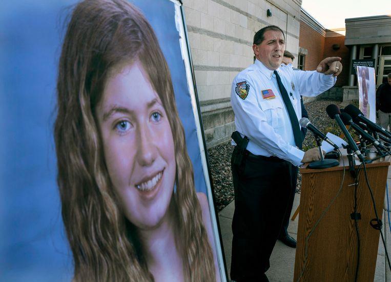 Barron County Sheriff Chris Fitzgerald bij een persconferentie over Jaymes verdwijning. De sheriff zegt nu blij te zijn het meisje weer met haar familie te kunnen herenigen.
