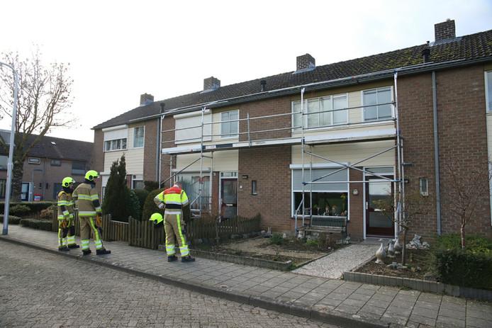 De brandweer controleert op losgeslagen stukken plastic in Enspijk.
