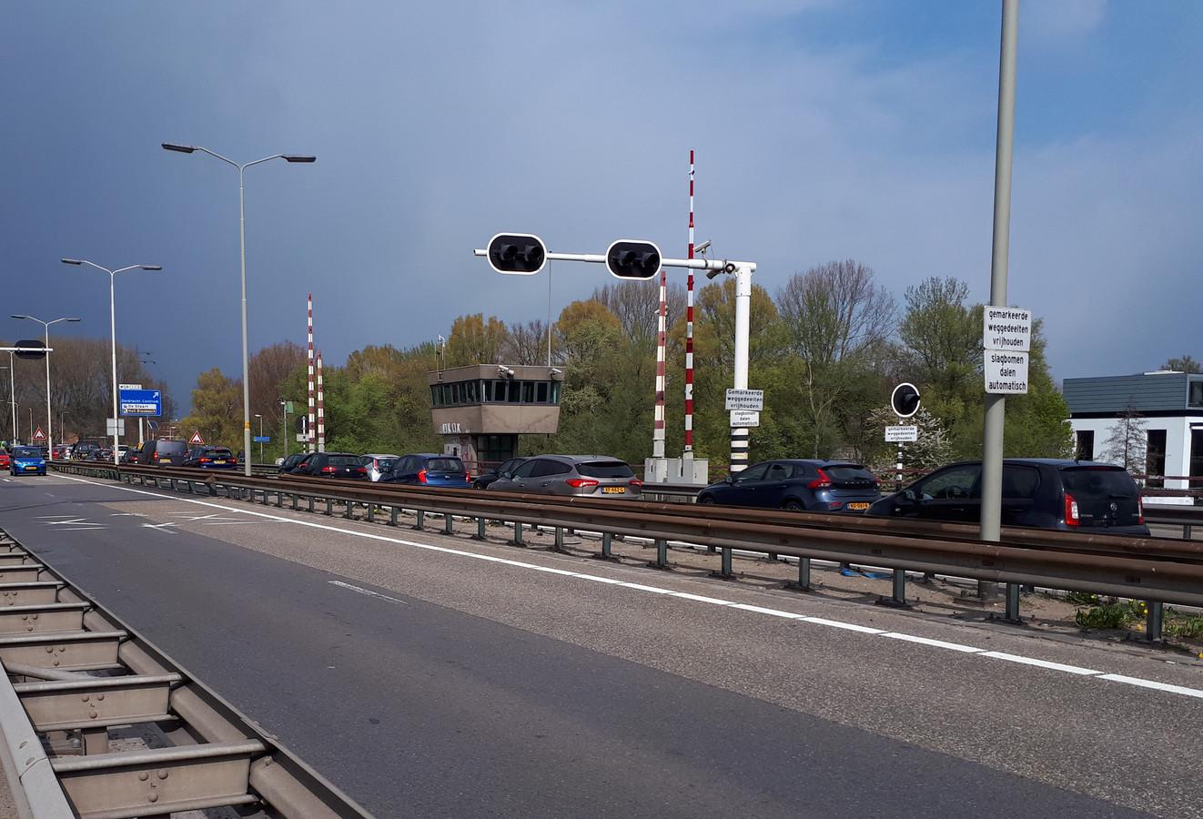 De Wantijbrug gaat meer dan twee maanden op slot.