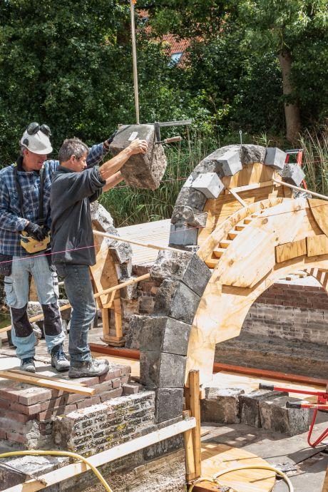 Wederopbouw ruim twee eeuwen oude Zuidwellebrug is goed voor komende generaties