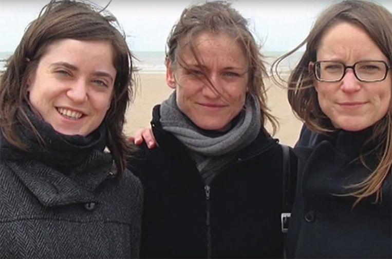 Tine Nys (midden) met haar zussen Lotte (links) en Sophie (rechts).