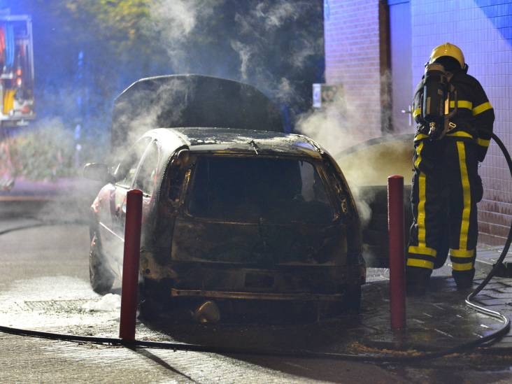 Auto verwoest door brand in Breda