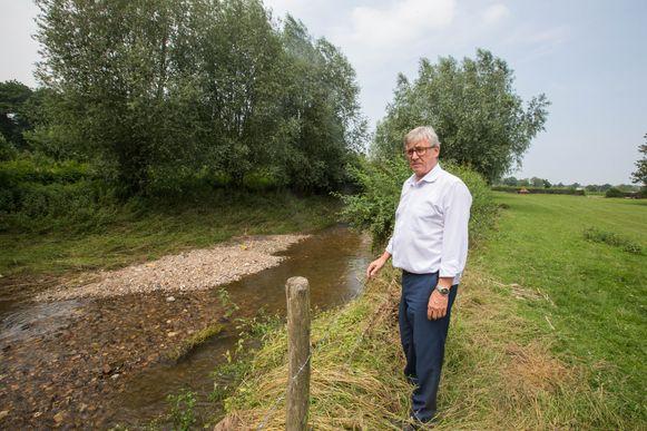 Huub Broers is razend op de Vlaams Milieu Maatschappij omdat ze de Berwijn niet grondig hebben geruimd.