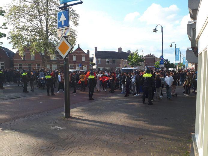 Politie houdt moslimjongeren op afstand in Eindhoven