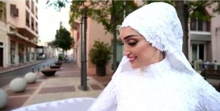 Een bruid werd gefilmd vlak voor... Beeld