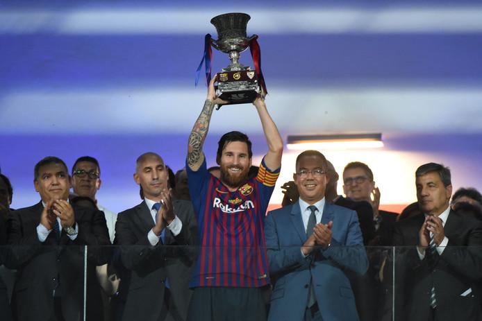 Lionel Messi met de Spaanse Supercup.