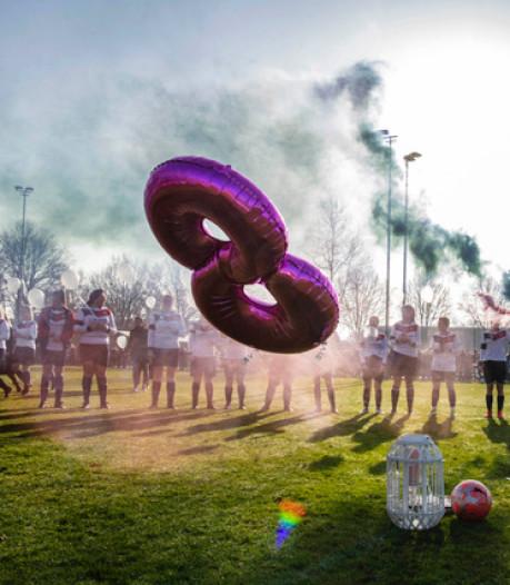 Teamgenoten OVC'26 eren verongelukte Manon Soontiëns: 'Ze is voor altijd onze nummer 8'