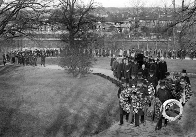 Wibaut wordt begraven onder grote publieke belangstelling op Westerveld op 2 mei 1936. Foto ANP Beeld