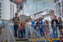 Opgeluchte gezichten van bezoekers die vastzaten in de zweefmolen.