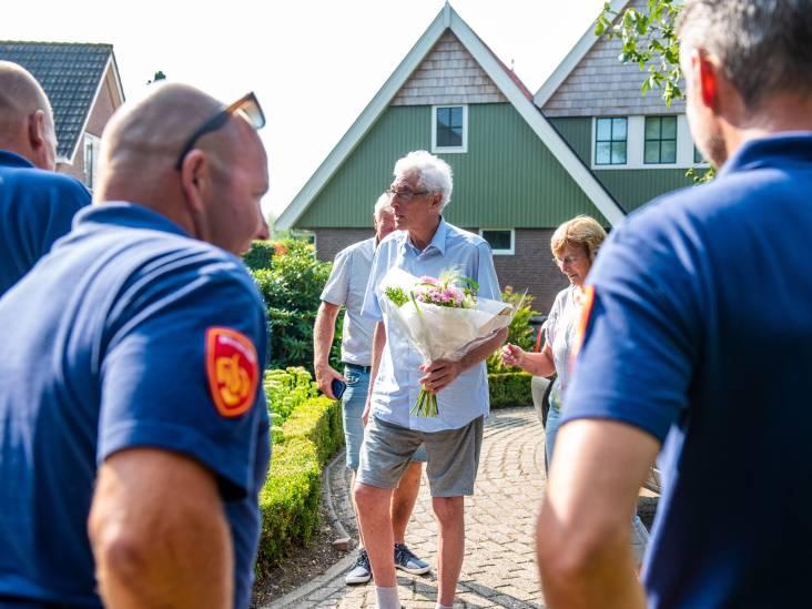 Brandweer begeleidt van corona genezen Henk (68) na 150 dagen naar huis: 'Een emotioneel moment'
