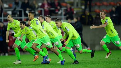 KV Oostende geef twee keer voorsprong weg tegen tien man, maar ontsnapt uiteindelijk aan afgang in strafschoppenreeks