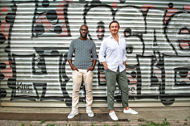 Mitchell Esajas en Vincent Verkoelen van het Amsterdamse meldpunt MDRA. Beeld Guus Dubbelman / de Volkskrant