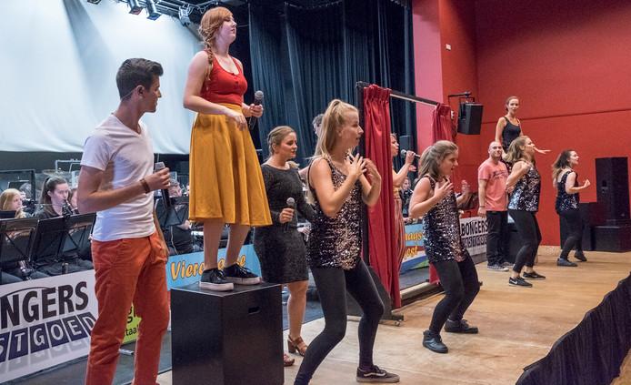 Het Vierdaagse Orkest tijdens een try-out bij Myllesweerd in Mill.