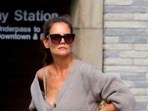Katie Holmes inspire Zara: son ensemble cardigan et soutien-gorge à moins de 50 euros