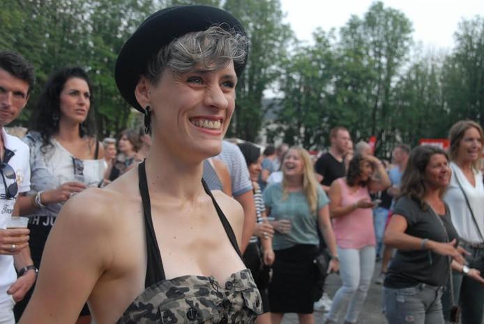 Jasmin Zandvliet uit Den Bosch is een van de naar schatting 3000 muziekliefhebbers op de Parade.