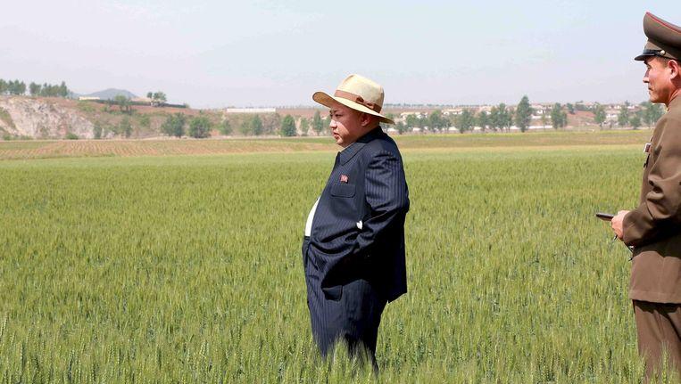 Kim Jong Un bezoekt een boerderij. Veel rijstvelden zijn aan het uitdrogen.