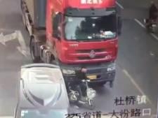 Man overleeft op wonderlijke manier aanrijding met vrachtwagen