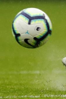 Scheidsrechter geschorst voor spelen 'steen, papier, schaar' bij aftrap
