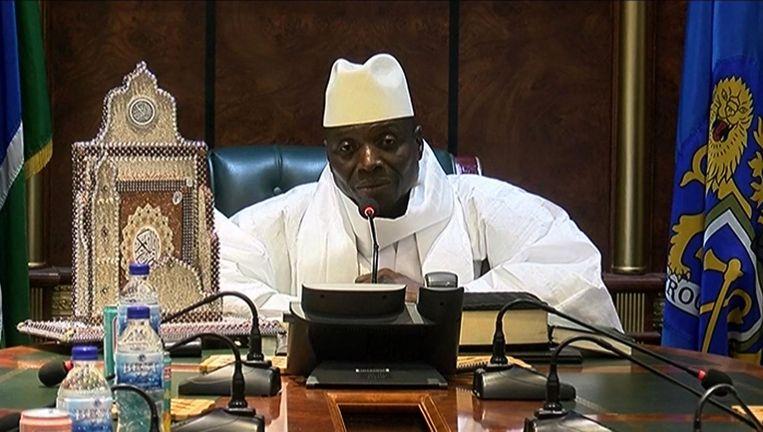 Yahya Jammeh tijdens een persconferentie uitgezonden op 2 december 2016 in Banjul. Beeld anp