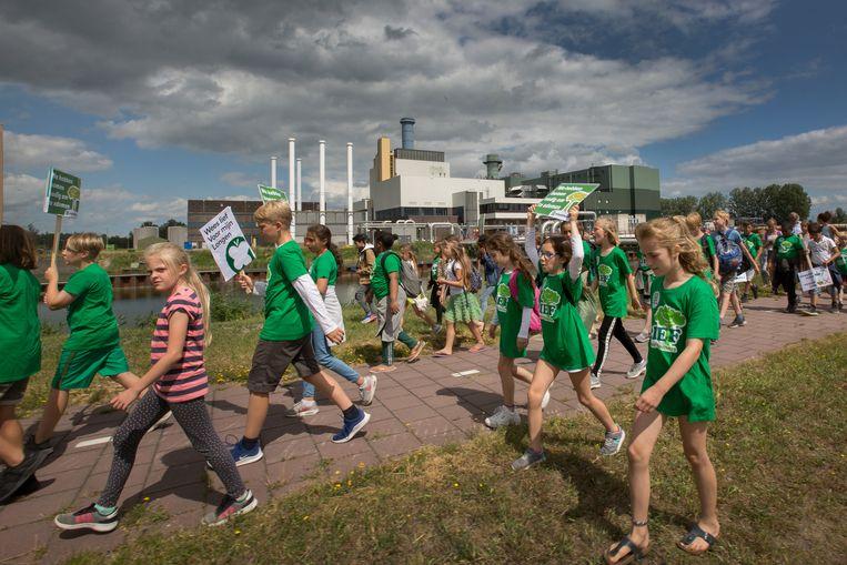 Vorig jaar nog was er een kindermars tegen de biomassacentrale in Diemen. Beeld Maartje Geels