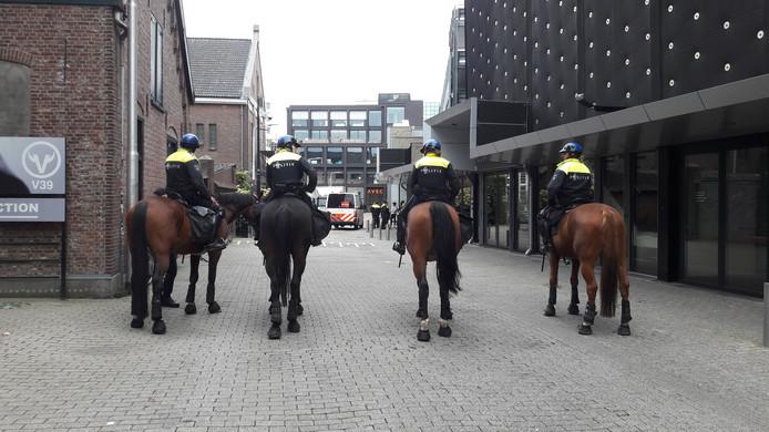 Ook politiepaarden zijn ingezet voor de oefening.