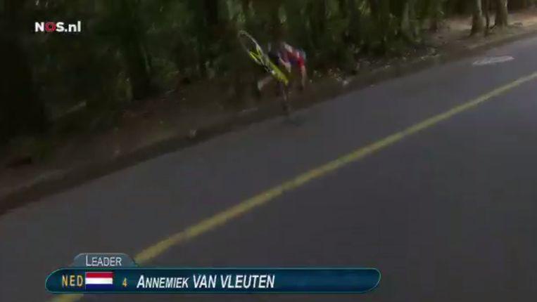Het moment van de valpartij van Van Vleuten Beeld screenshot