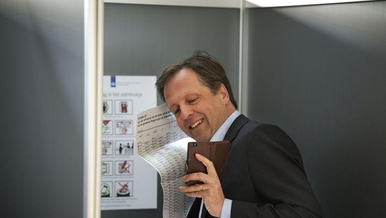 Alexander Pechtold (D66) maakt een #stemfie Beeld ANP