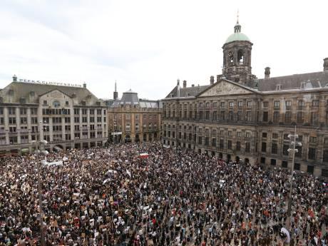 Dam in Amsterdam bomvol met duizenden demonstranten tegen politiegeweld