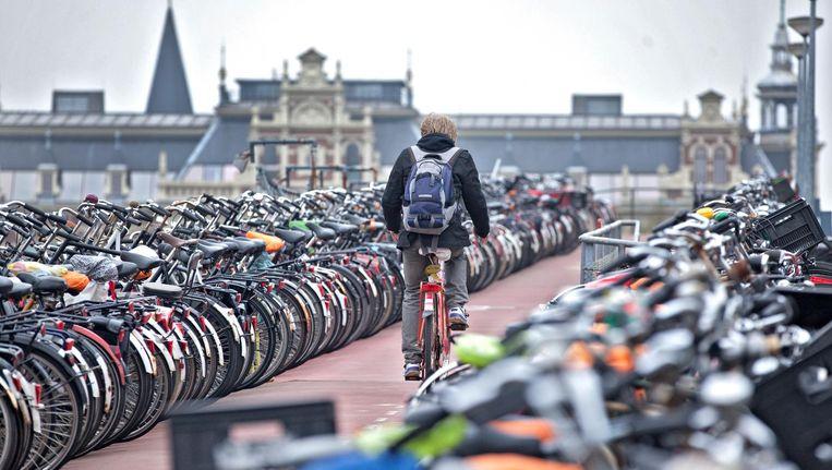 Dat fietsen verwijderd worden rondom Amsterdam Centraal, noemt de bond redelijk Beeld ANP