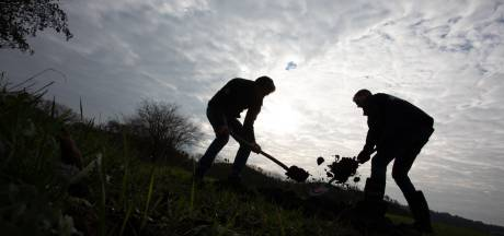 Vijver vol regenwater staat straks in het groen: vrijwilligers aan de slag in Oisterwijk