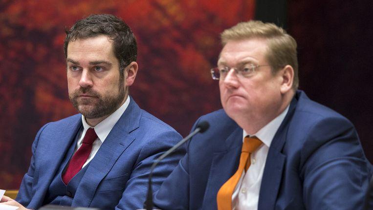Minister Ard van der Steur (r) en Staatssecretaris Klaas Dijkhoff van Veiligheid en Justitie. Beeld ANP
