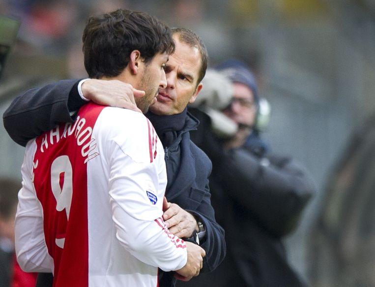 Maart 2011. Frank de Boer instrueert Mounir El Hamdaoui voor een invalbeurt tegen NAC. Beeld anp