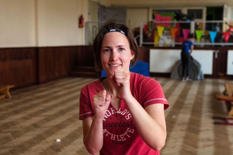 Karateka Annelies Nauwelaers werkt zich in het zweet.