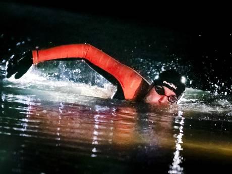 LIVE: Maarten van der Weijden 'gaat niet hard, maar hij zwemt nog'
