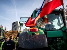 Honderden boze boeren arriveren op Eindhoven Airport: ME blokkeert weg, minister doet oproep