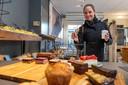 Een koffie to go in Hanzestad Hattem.  ,,Geen grote ketens maar kleine zelfstandige ondernemers met hart voor de zaak en die bezieling voel je.''
