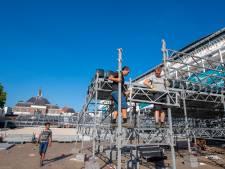 Afbouw van stadion EK beachvolleybal op Marktplein begonnen