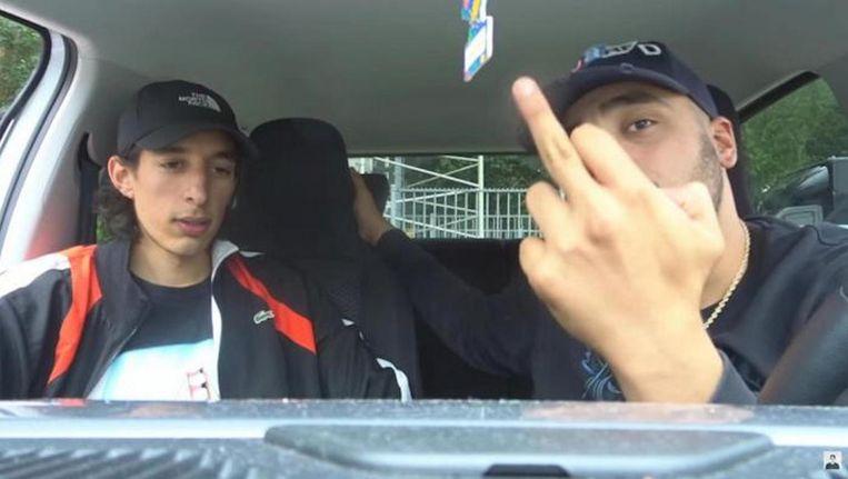 Ismail Ilgun met een vriend in de auto. Beeld YouTube