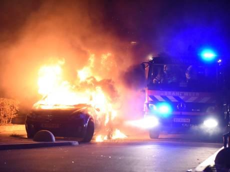 Derde autobrand op rij, dit keer in Kanaleneiland