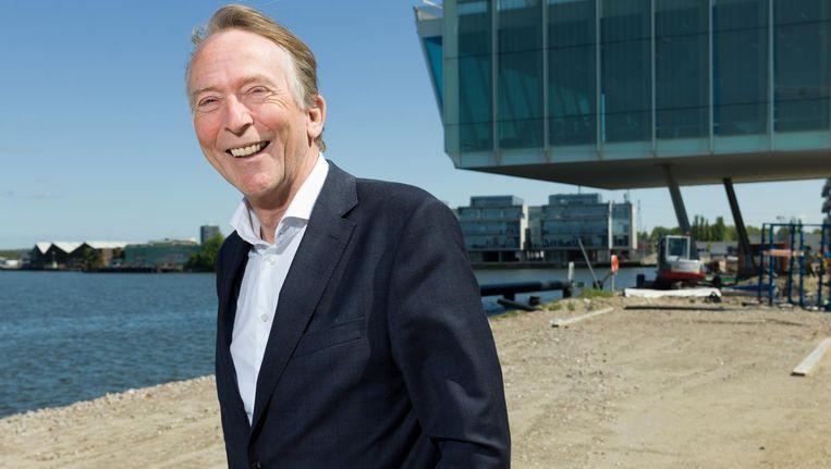 Wienke Bodewes voor het hoofdkantoor van Amvest in Amsterdam: 'Ik weiger om lelijke wijken aan deze mooie stad toe te voegen' Beeld Ivo van der Bent
