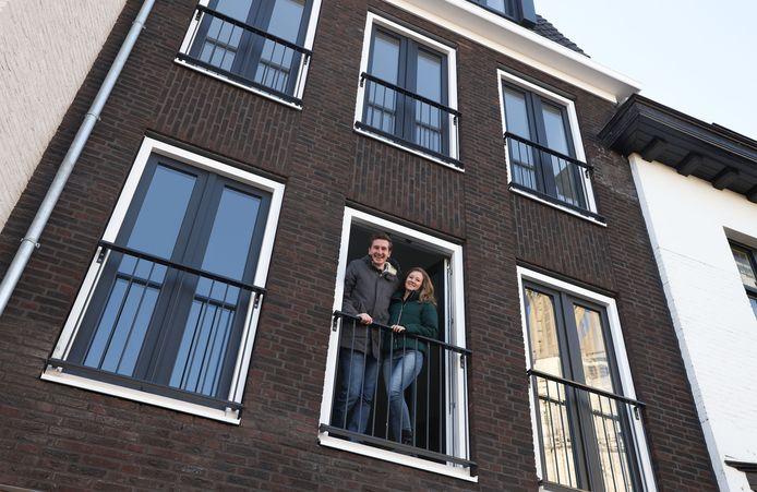Thijs Joziasse en Katinka van der Bilt in hun nieuwe appartement, in de Hulster binnenstad.